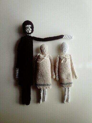 """בובות סרוגות, דמויות מתוך """"אבק"""" לתערוכה """"מאייר מאייר מאייר"""""""