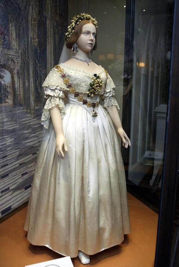 ההשראה: שמלת החתונה של המלכה ויקטוריה